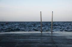 船坞和梯子 免版税库存图片