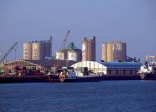 船坞和起重机在台中港在台湾 免版税库存图片