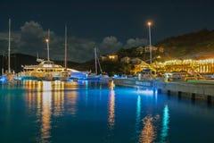 船坞在Srub海岛英国维京群岛的晚上 库存图片