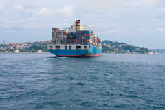 从船尾的一只大货船 库存图片