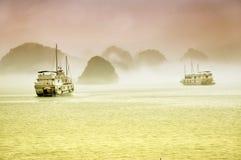 船巡航 海湾halong越南 图库摄影