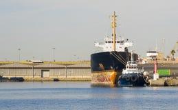 船拖曳 免版税库存照片