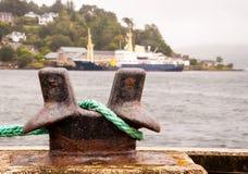 系船柱在港口 库存图片