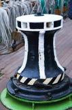 系船柱,金属,链子 免版税库存图片