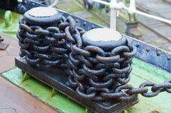 系船柱,金属,链子 免版税库存照片