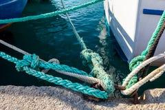 船栓与绳索码头的地方 免版税图库摄影
