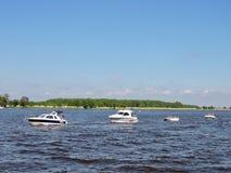 船游行在Uostadvaris,立陶宛庆祝 免版税图库摄影