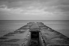 船的海洋停泊处在恶劣天气 免版税库存照片