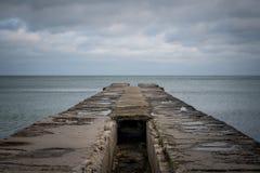 船的海洋停泊处在恶劣天气 免版税库存图片