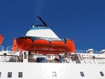 船的漏斗和救生艇 免版税图库摄影