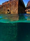 船的生锈的船身 免版税库存图片