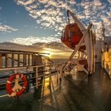 船的甲板在日落的 库存照片