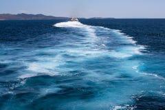 船的踪影在爱琴海 库存照片