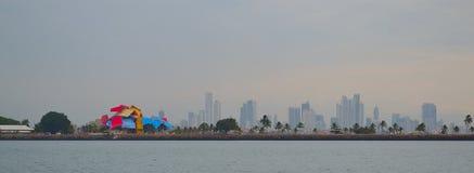 从船的巴拿马城的地平线 免版税库存照片
