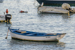 船看法在smal小游艇船坞在Corralejo 免版税库存图片
