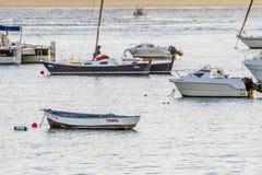 船看法在smal小游艇船坞在Corralejo 库存照片