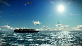 货船航行、timelapse云彩和海鸥,与声音 皇族释放例证