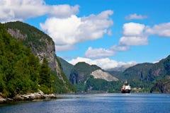航行在卑尔根海湾 免版税库存图片