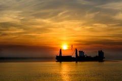 船航行风景反对日落的 colo美丽的景色  免版税库存图片