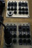 船舶游艇驾驶舱 汽艇控制板的特写镜头 免版税库存图片