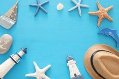 船舶,假期和旅行图象与海洋生活称呼对象 顶视图 免版税图库摄影