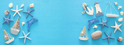 船舶,假期和旅行横幅与海洋生活称呼对象 顶视图 免版税图库摄影