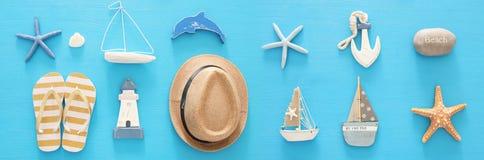 船舶,假期和旅行横幅与海洋生活称呼对象 顶视图 免版税库存图片
