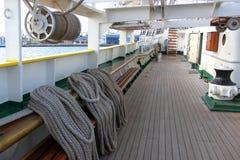 船舶绳索和滑轮 免版税库存图片