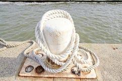 船舶系船柱 库存照片