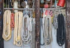船装配,绳索、捕鱼网和绳梯 旅行foto 库存照片