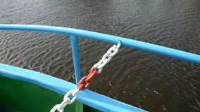 船路轨细节和湖水 股票录像