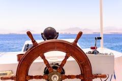 船轮子和航海控制台 库存图片