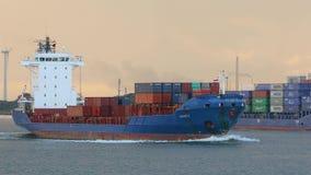 船运载的容器通过鹿特丹 影视素材