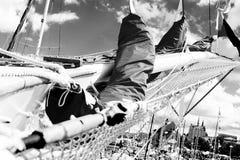 船首斜桅和帆船的被会集的风帆 库存图片