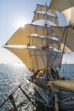 从船首斜桅的高船视图 免版税库存图片