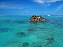 船击毁在热带海 免版税库存图片