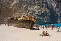 船击毁海滩扎金索斯州2014年 免版税库存图片