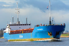 货船Holstentor航行到他的在口岸的最终目的地 库存照片
