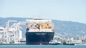 货船MSC进入奥克兰的港卡特里娜 库存图片