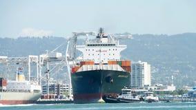 货船SEASPAN进入奥克兰的港宁波 免版税库存图片