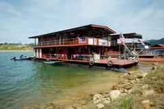 80艘步行者钢浮船居住船 库存照片