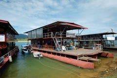 80艘步行者钢浮船居住船 免版税库存图片