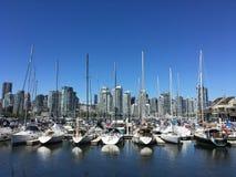 001艘港口小船和船;BC温哥华;加拿大150年 库存照片