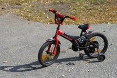 艰苦跋涉喷气机16儿童自行车 库存照片
