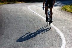 艰难骑自行车者的骑马 库存图片