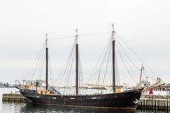黑色三被上船桅的大篷车在哈利法克斯 库存图片