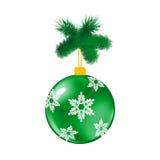 绿色与杉木的圣诞节玻璃球 库存照片