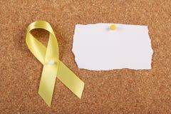 黄色丝带和空插件 库存照片