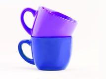 紫色两个的杯子蓝色和 图库摄影