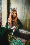 绿色中世纪礼服的妇女 库存图片